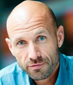 Adam Holm - vært - moderator - ordstyrer - E-ntertainment.dk