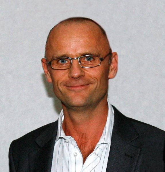 Henrik Qvortrup - kommentator - foredrag - ordstyrer - e-ntertainment.dk